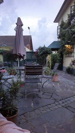 Sankt Valentin, Austria: Giardino esterno