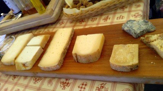 La pelata: tagliere formaggi