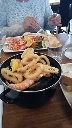 Charlestown, UK: Safest and seafood salad