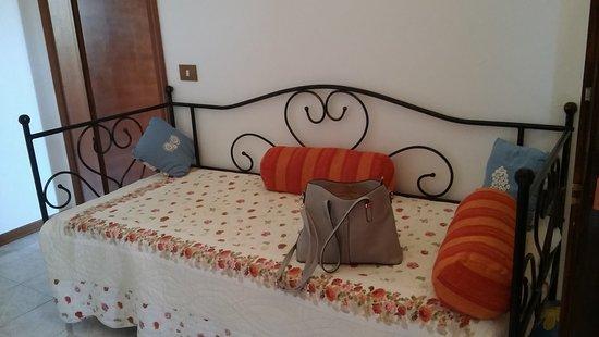Monticchiello, Italia: Il letto singolo.