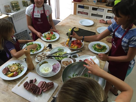 Saint-Cyprien, Francia: Great day cooking at Le Chevrefeuille