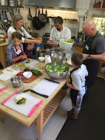 Saint-Cyprien, Frankrike: Great day cooking at Le Chevrefeuille