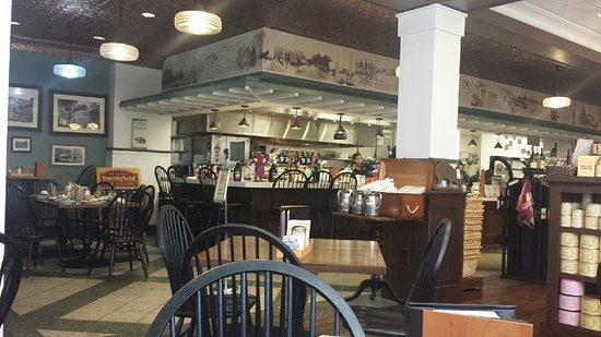 Smithfield, VA: Inside the Restaurant/Shop