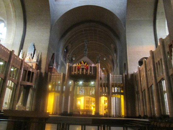Koekelberg, Bélgica: Basilica of the Sacred Heart - inside