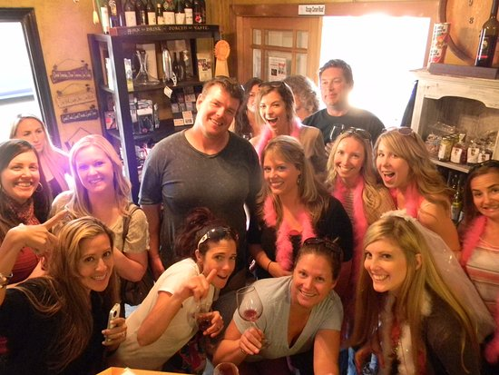 Camino, Kaliforniya: Bachelorettes have so much fun at the winery!