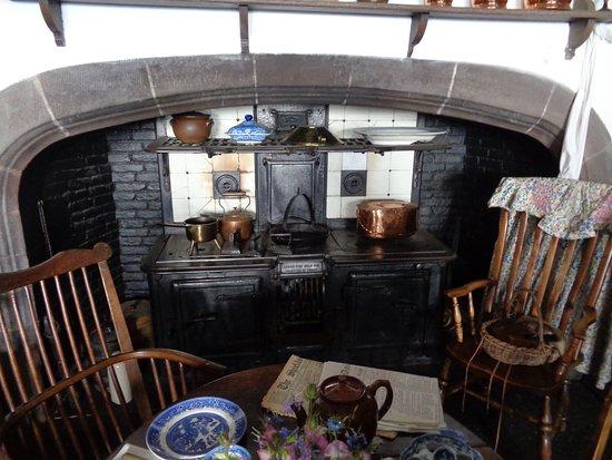 Holy Island, UK: Kitchen inside Lindisfarne Castle