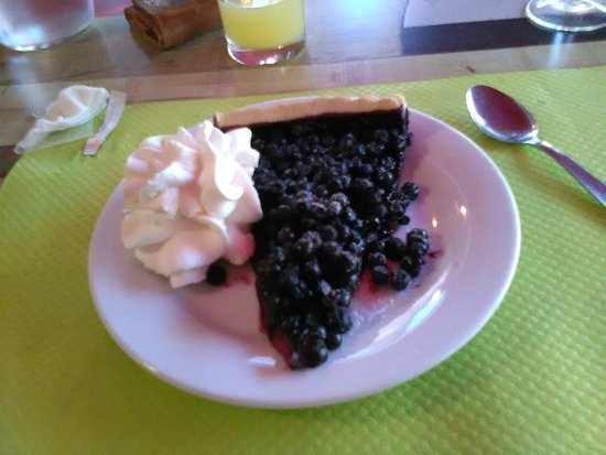 Corcieux, فرنسا: Menu 17€, dessert: tarte maison aux myrtilles