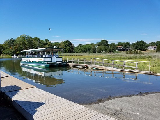 Essex, MA: Boat awaits passengers