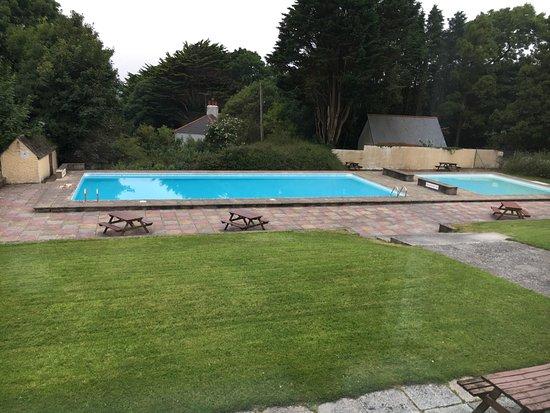 Kilkhampton, UK: Pub and pool