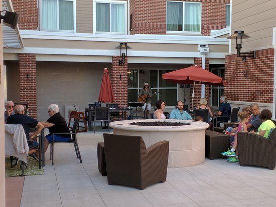 patio with live music on mondays picture of residence inn