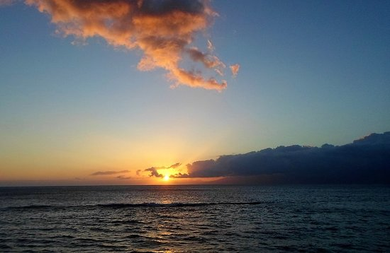Makani Sands : Clouds and the sun