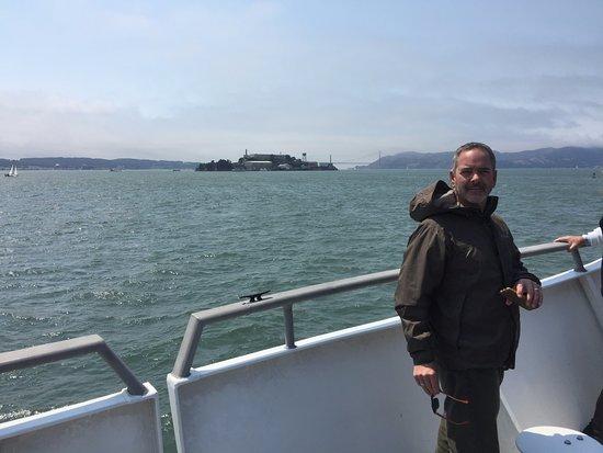 ซอซาลิโต, แคลิฟอร์เนีย: Alcatraz on the way there, you pass even closer on the return trip