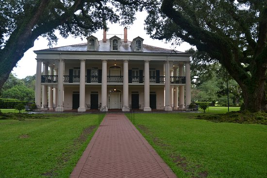 Vacherie, LA: The front entrance to Oak Alley Plantation, from underneath the alley of oaks that provide its n