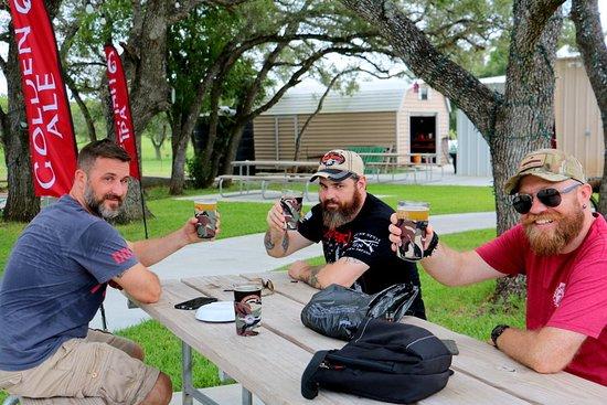 Goliad, TX: Enjoying the brews!!