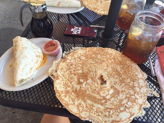 Bastrop, TX: Pecan praline griddle cake and breakfast taco.