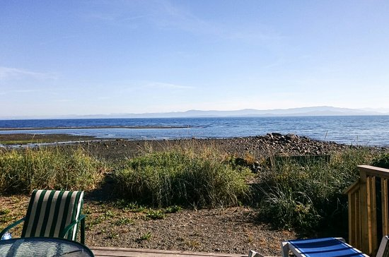Qualicum Beach House: Practically on the beach