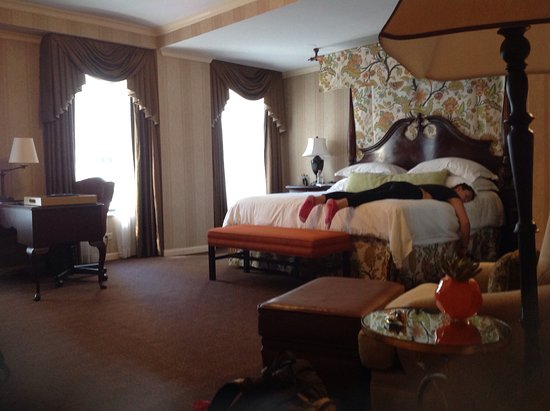 The Talbott Hotel: Princess king bed!