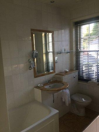 Summer Lodge: Spa like bathroom