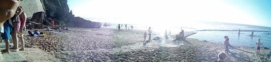 Azenhas do Mar, Portugal: panorâmica da praia