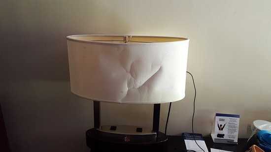 Ramada Rockaway: lamp in the room