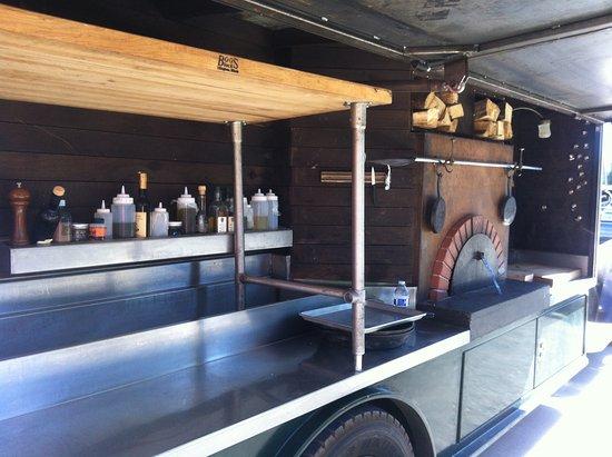 Dundee, Oregón: pizza oven truck; smells soon good