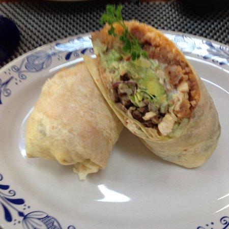 Τόρανς, Καλιφόρνια: Great burrito. I forgot to ask for it wet but they brought me their wonderful red sauce.