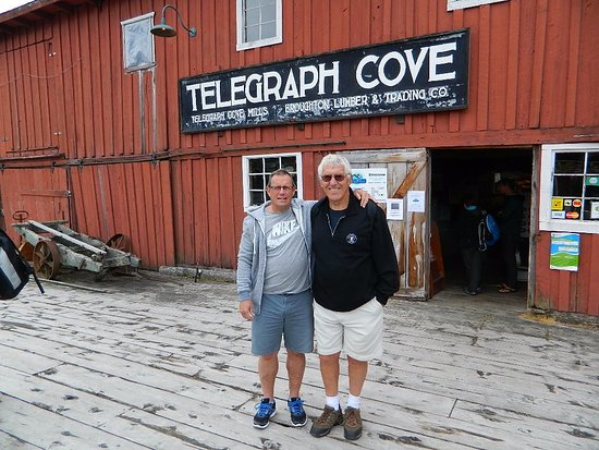 Telegraph Cove, Καναδάς: Outside the marine museum at the dock