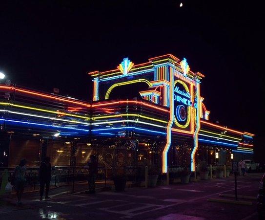 Marietta, GA: It looks like a little bit 'o Vegas!