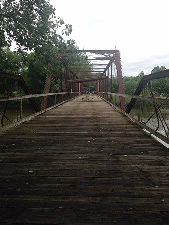 Mount Pleasant, Айова: Iron pedestrian bridge.