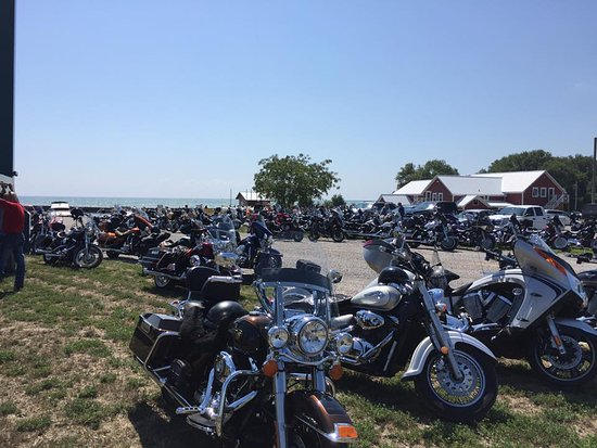 Nanticoke, Kanada: over 120 riders visiting Hoover's Marina - Lots of room!!