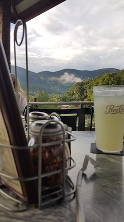 Lake Lure, Carolina del Norte: partial view from the table.
