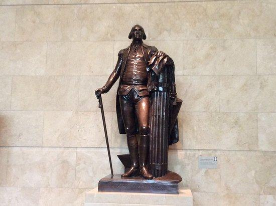 Mount Vernon, VA: Statue of George Washington in the visitor's center