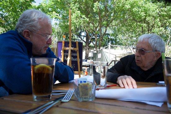 Davis, Californien: Working out a Plan over Lunch