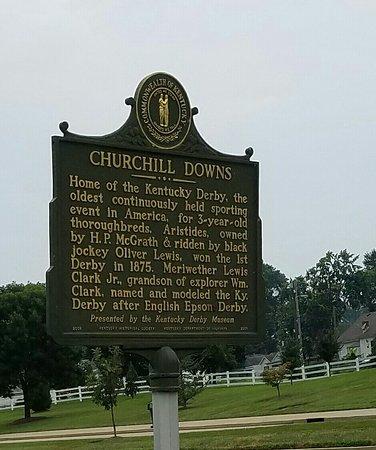 Churchill Downs: 20160807_002410_large.jpg