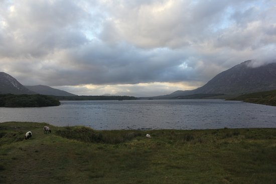 Lough Inagh Lodge: Area around Lough Inagh