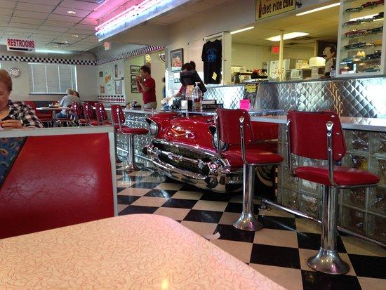 Geneva, OH: Mary's 50's Diner