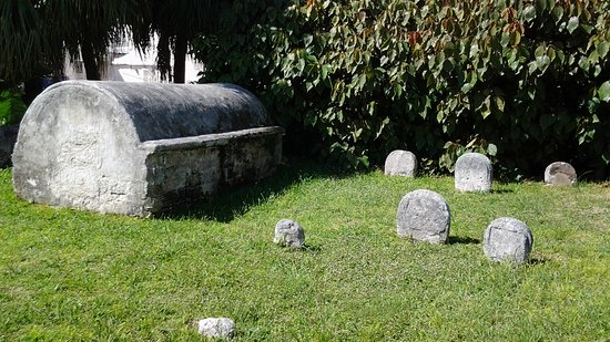 St. George, Bermuda: Different stones and burials in this garden of stone.
