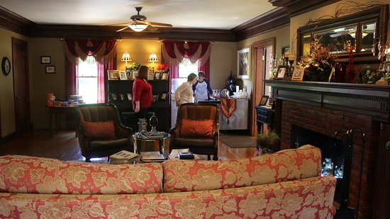 Excelsior Springs, MO : living room