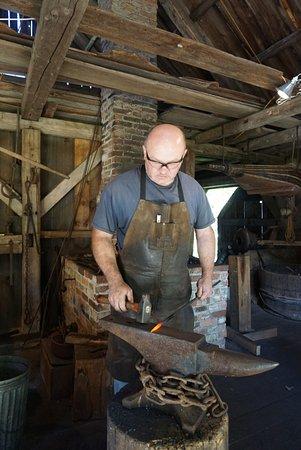 New London, Nueva Hampshire: Don the Blacksmith