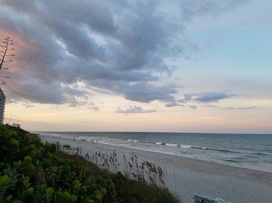 Hilton Melbourne Beach Oceanfront: 20160820_195202_large.jpg