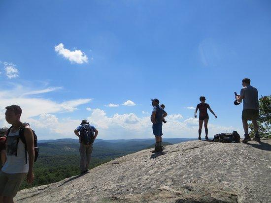 Κορνουάλη, Νέα Υόρκη: Atop a rocky outcrop looking at Catskills