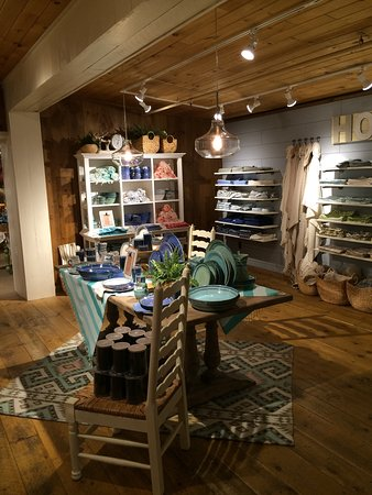 South Deerfield, Массачусетс: Views inside the store