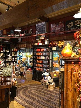 เซาท์เดียร์ฟิลด์, แมสซาชูเซตส์: Views inside the store
