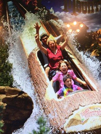Knott's Berry Farm: Log Ride