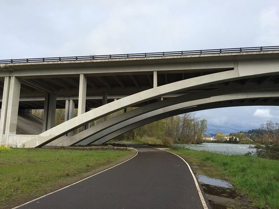 Interstate 5 goes over this newly paved section of the bike path that connects Eugene-Springfiel