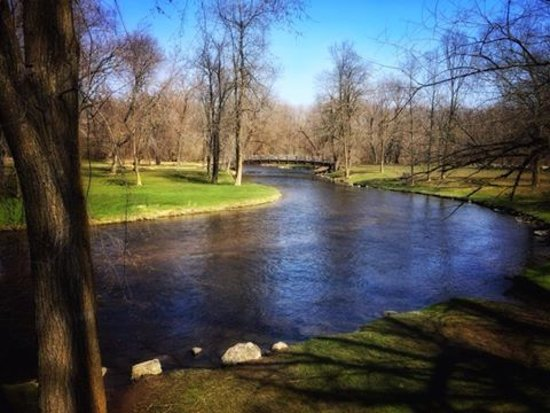 Cedarburg, WI : Beautiful Cedar Creek