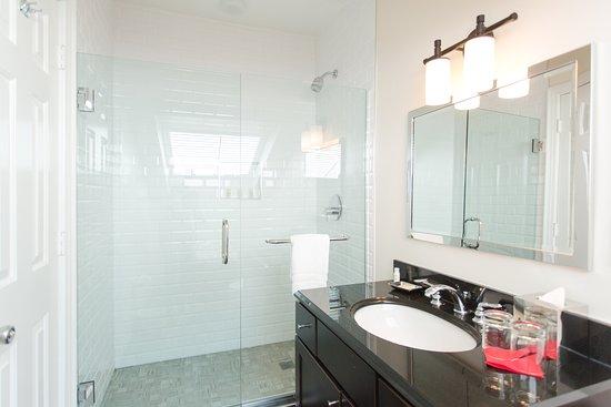 Artmore Hotel: Bathroom