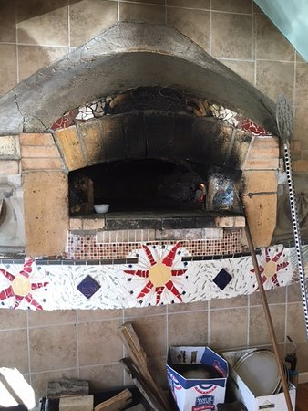 Vanceburg, Кентукки: Beautiful wood fired oven