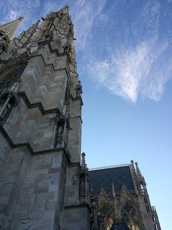 Votivkirche (Votive Church) : the light through the windows!