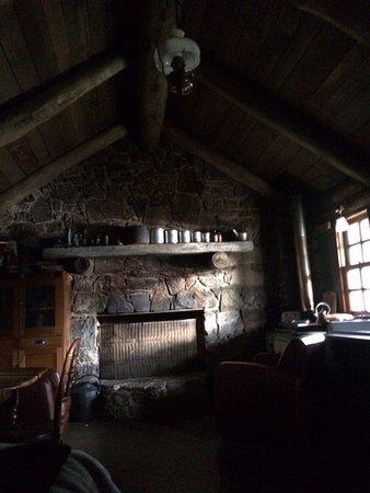 Jindabyne, Australia: Gorgeous light on the stone cottage in the morning